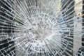 Caltanissetta: auto sfonda vetrina di un negozio e scappa