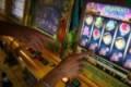 Caltanissetta, perde i soldi alle slot machine e simula rapina da parte di migranti: denunciato