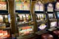 Sicilia, 75enne sperpera 100mila euro alle slot machine e scappa