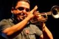 Sicilia, il palco cede: Roy Paci cade e si fa male