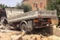 Agrigento, Camion travolge scooter e abbatte muro: 2 feriti