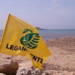 Deturpata la spiaggia di Cala Madonna a Lampedusa, l'allarme di Legambiente