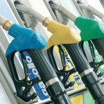 71enne rimane senza carburante, ne ruba 200 litri da un distributore