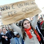 """No alla fuga di cervelli, manifestazione pacifica di protesta """"Una valigia di cartone"""""""