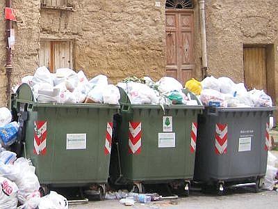 Risultati immagini per foto cassonetti spazzatura