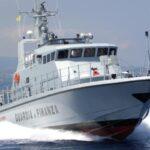 """La Nave """"Mare Jonio"""" raggiunge Lampedusa: fatti sbarcare i 49 migranti, aperta inchiesta per favoreggiamento"""
