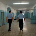 Scoperti quattro cellulari in carcere: erano nascosti in frigo