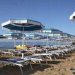 450-250-furto-ombrelloni-spiaggia