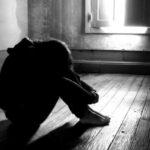 Incassa soldi per prestazioni sessuali della figlia 13enne: arrestato