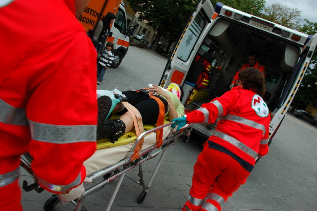 Orrore a Messina: uomo trovato a vagare sull'A20 senza un braccio e con la milza spappolata [DETTAGLI]