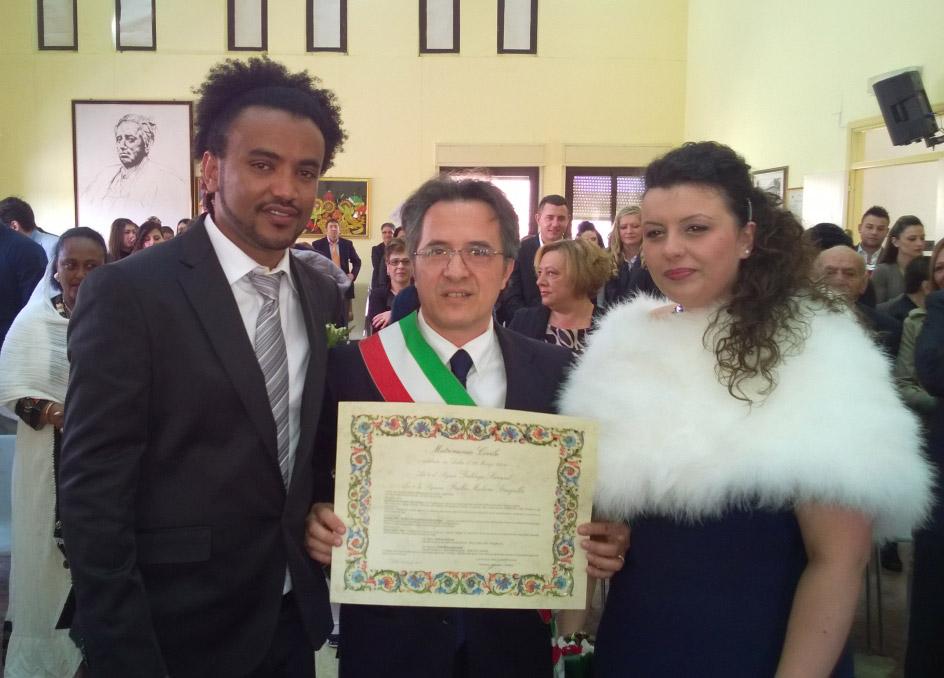 Matrimonio In Comune Quanti Testimoni : Delia matrimonio al comune officia il vicesindaco