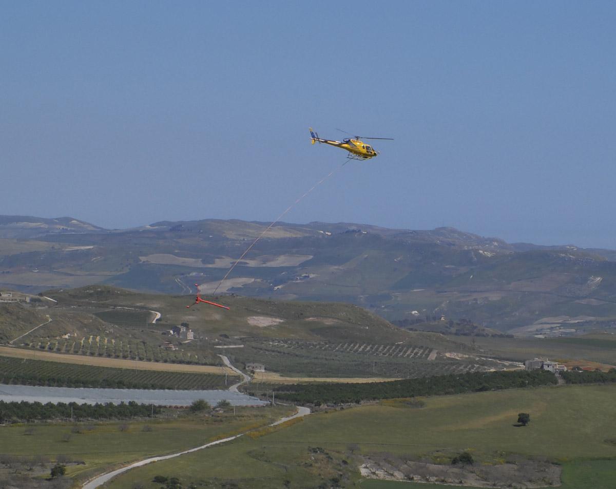 Elicottero Giallo E Rosso : Campobello di licata che fa quell elicottero giallo con