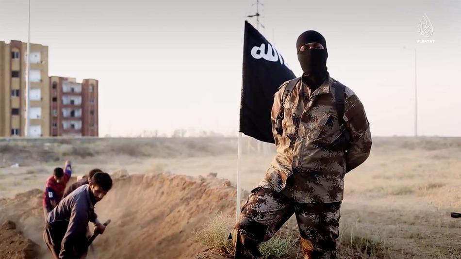 Intestatario di un telefono usato dall'Isis: espulso algerino