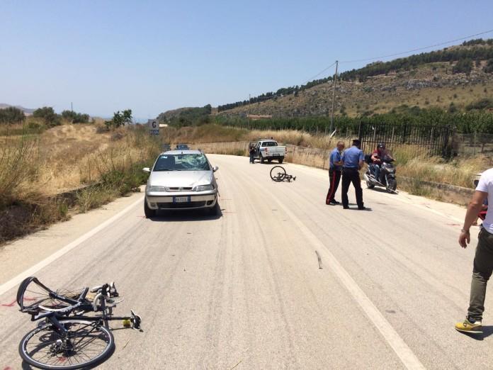 Auto investe due ciclisti: Un morto ad Agrigento