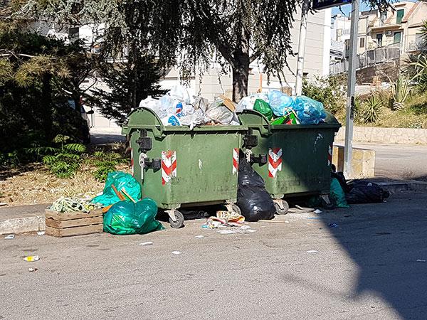 Canicatt scioperano gli operatori ecologici spazzatura for Puoi ottenere un prestito per la terra