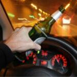 21enne ubriaco e senza patente scappa da posto di blocco: denunciato