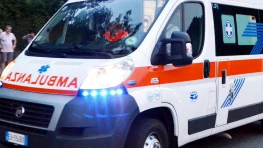 Incidente a Palermo tra un'ambulanza e un'auto