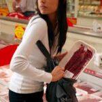 Ruba utensili da cucina al supermercato: fermata una 39enne