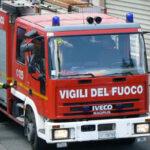 Palma di Montechiaro, crolla una casa in centro e distrugge un'auto