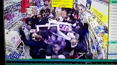 Palermo, assalto ai pandori in offerta