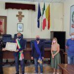 Castrofilippo: conferimento cittadinanza onoraria al milite ignoto: consegna al comandante dei Carabinieri Salvatore Baglio